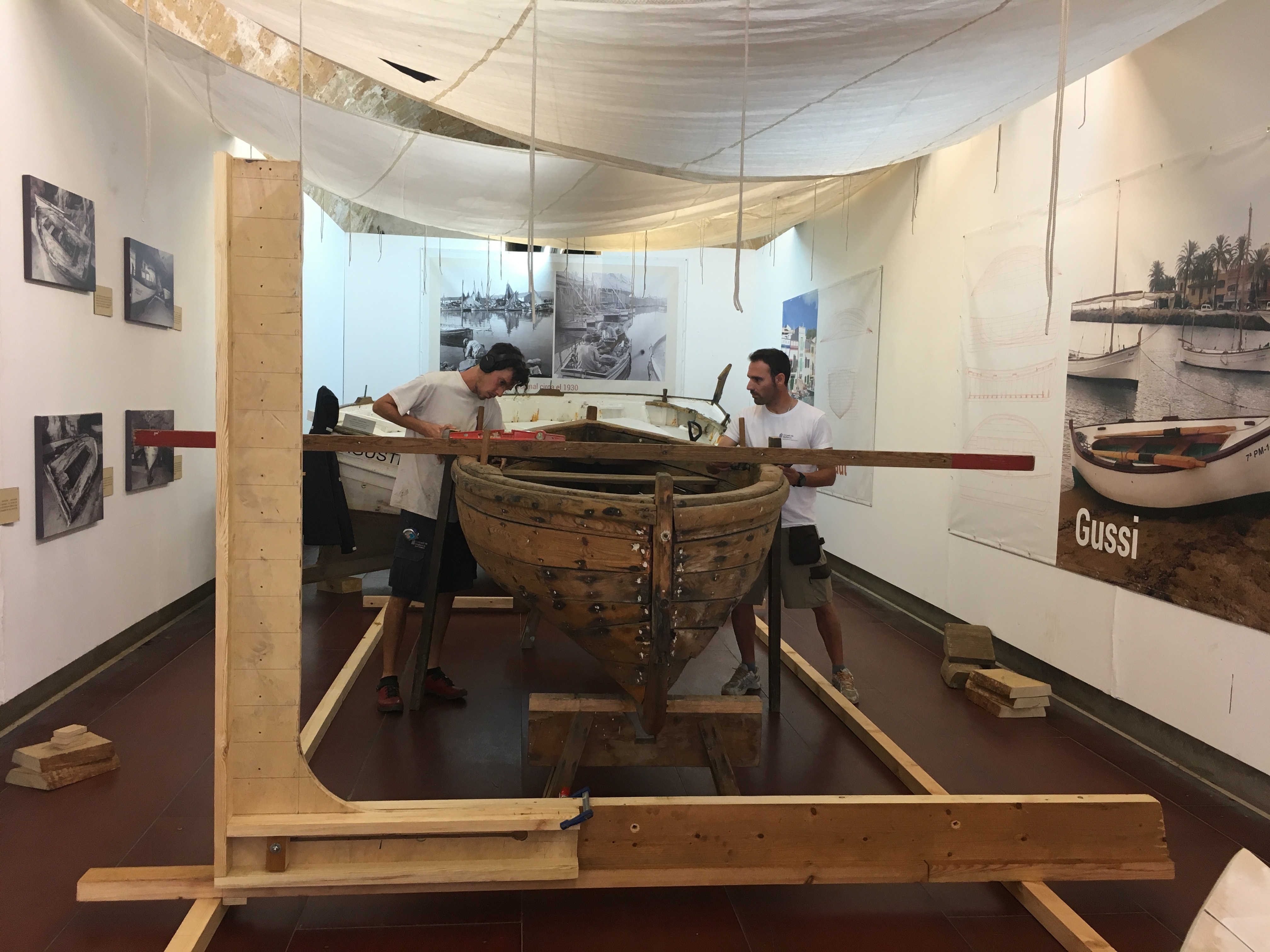 Master boatbuilders work in the Ses Voltes to bring their work closer to the public.